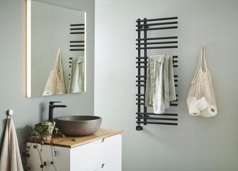 Skandinaavia vannitoamööbel Studio, betoonvalamu Cement, must rätikukuivati