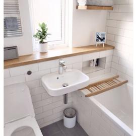väike vannituba lisariiul seina ääres