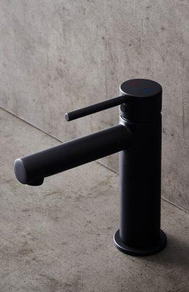 Segisti Design Midnight musta värvi