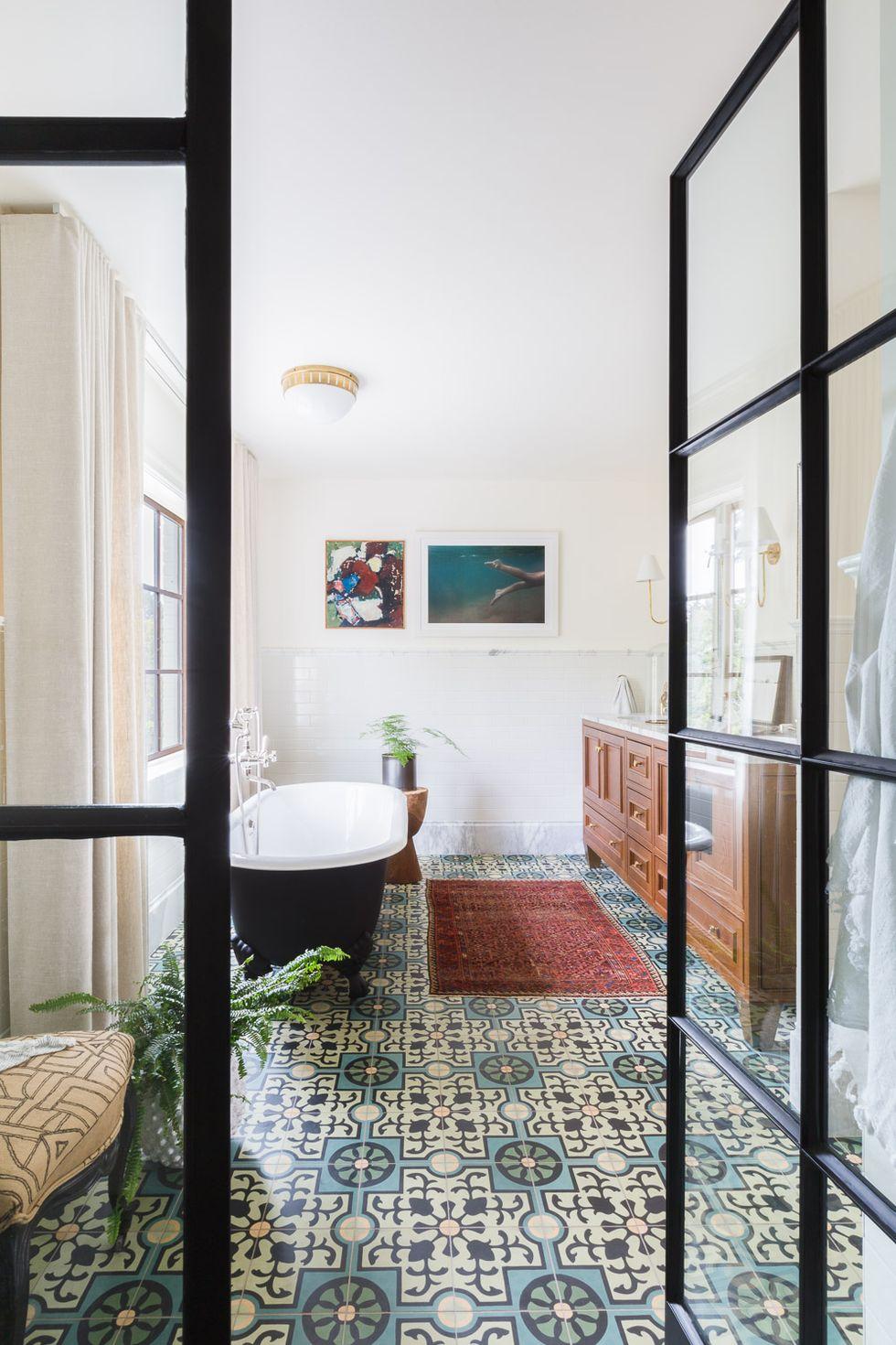mustriga põrandaplaadid vannituba